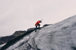 mountain-climbing-802099_1280