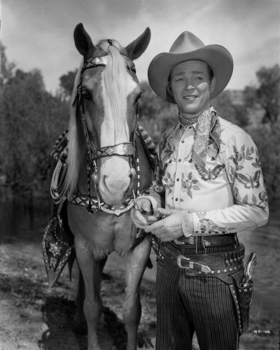 jack-freulich-roy-rogers-posed-with-his-horse-800x800