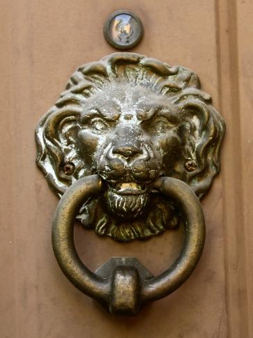 door-knocker-103117_1280