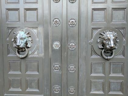 doors-2511638_1280